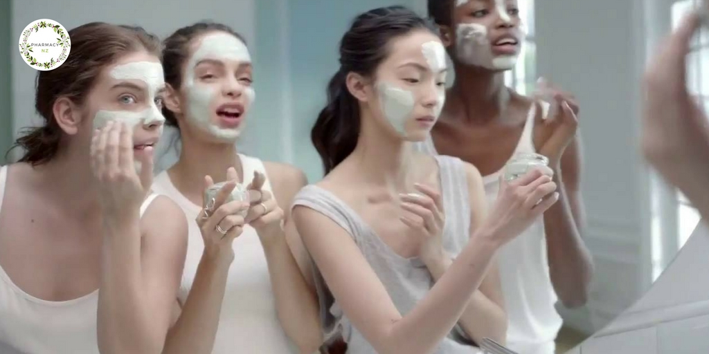 L'Oreal Pure Clay mask in use